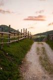 Het mooie landschap van de de zomerberg bij zonsopgang Royalty-vrije Stock Afbeeldingen