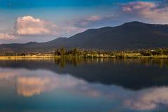Het mooie landschap van de Zonsondergang Stock Afbeeldingen