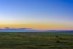 Het mooie landschap van Qinghai-meer bij zonsondergang, Heimahe-gemeente, Qinghai-provincie, China Stock Afbeeldingen
