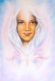 Het mooie luchtpenseel schilderen van een jong meisjes engelachtig gezicht met royalty-vrije stock foto's