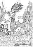 Het mooie meermin spelen met vissen onder de oceaan met verbazend koralenontwerp voor volwassen kleurende boekpagina's Vector ill Royalty-vrije Stock Fotografie