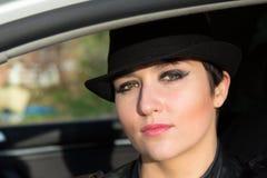 Het mooie meisje in een zwarte hoed Royalty-vrije Stock Foto