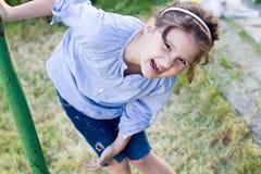 Het mooie meisje lachen Stock Fotografie