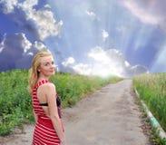 Het mooie meisje met blauwe ogen Stock Foto