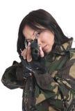 Het mooie meisje met een automatisch geweer stock afbeelding