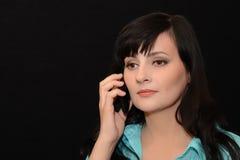 Het mooie meisje met een telefoon Stock Afbeelding