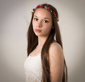 Het mooie Meisje van de Tienerhippie in Witte Bovenkant Royalty-vrije Stock Afbeelding