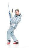 Het mooie meisje van de winter in sportenkostuum en met skis Royalty-vrije Stock Afbeelding