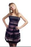 Het mooie meisje van het portret in gestreepte kleding Stock Fotografie