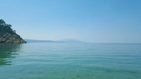 Het mooie Micro- strand van Aselinos op Skiathos-eiland in Griekenland, de zomerdag stock afbeelding