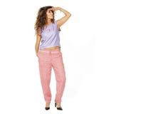 Het mooie model is in modieuze kleren Stock Foto