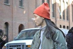 Het mooie model stellen bij de stad van New York fashionweek op 18 februari 2015 Stock Afbeelding