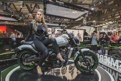 Het mooie model stellen bij EICMA 2014 in Milaan, Italië Stock Afbeelding