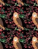 Het mooie naadloze patroon van de Kerstmiswaterverf met uilen en van Kerstmis rood bessen decor vector illustratie