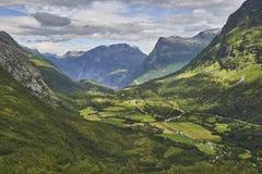 Het mooie natuurlijke landschap van Aardnoorwegen Royalty-vrije Stock Foto's