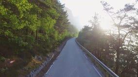 Het mooie natuurlijke landschap van Aardnoorwegen Luchtlengteweg stock video