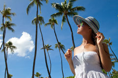 Het mooie Ontspannen van het Meisje op Vakantie Royalty-vrije Stock Foto's