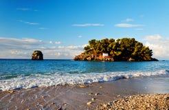 Het mooie Parga-stadsstrand, Griekenland, Ionische overzees stock afbeeldingen
