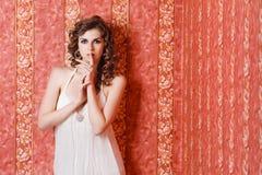 Het mooie portret van de meisjesstudio Royalty-vrije Stock Foto's