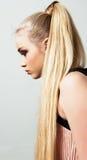 Het mooie portret van het blondemeisje in profiel Royalty-vrije Stock Afbeelding