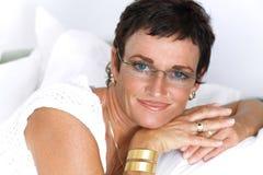 Het mooie rijpe vrouw glimlachen Royalty-vrije Stock Afbeeldingen