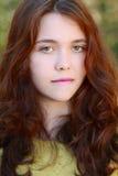 Het mooie rode meisje van het haarporselein Stock Foto's