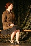 Het mooie Russische meisje, een vriend van de Sovjetmilitair wacht op haar minnaar aan oorlog Stock Foto's