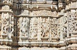 Het mooie steen snijden bij oude zontempel bij ranakpur Stock Afbeelding