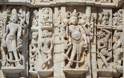 Het mooie steen snijden bij oude zontempel bij ranakpur Stock Foto's