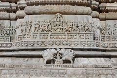 Het mooie steen snijden bij oude zontempel bij ranakpur Royalty-vrije Stock Fotografie