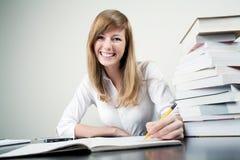 Het mooie student glimlachen Stock Foto