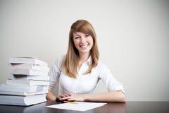 Het mooie student glimlachen Stock Foto's