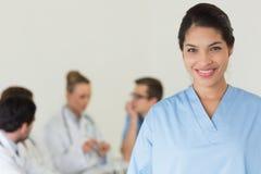 Het mooie verpleegster glimlachen Stock Afbeeldingen
