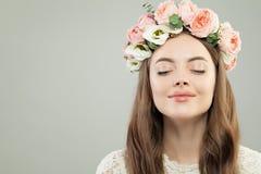 Het mooie vrouw genieten van Aromatherapy en Ontspanningsconcept stock afbeeldingen