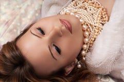 Het mooie vrouw ontspannen Royalty-vrije Stock Afbeelding