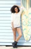 Het mooie vrouw ontspannen in de zomer Stock Foto