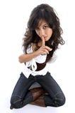 Het mooie vrouwelijke doen zwijgen Stock Foto's