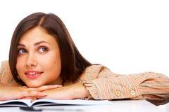 Het mooie vrouwelijke student glimlachen Royalty-vrije Stock Foto