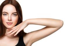 Het mooie vrouwengezicht met maakt en schoonheid omhoog gezond huid en Ha royalty-vrije stock fotografie