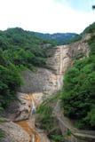 Het mooie watervallandschap in Anhui zet Huangshan op Stock Foto's