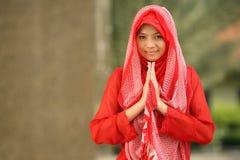 Het moslim Bidden van de Vrouw Stock Afbeeldingen