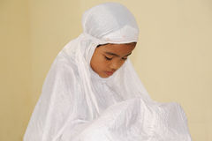 Het moslim Bidden van het Meisje Royalty-vrije Stock Afbeeldingen