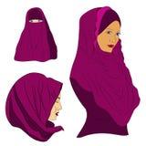 Het moslimmeisje kleedde zich in gekleurd hijab Royalty-vrije Stock Fotografie