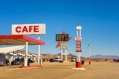 Het motel en de koffie van Roy ` s op historisch Route 66 stock afbeeldingen