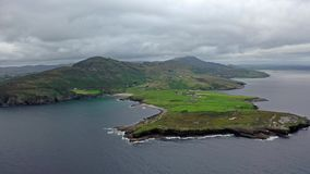 Het Mucrosshoofd is een klein schiereiland over 10km ten westen van Killybegs in Provincie Donegal in noordwestenierland en bevat stock video