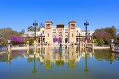 Het mudejar paviljoen en de vijver in het Plein DE Amerika wordt geplaatst dat, ho stock fotografie
