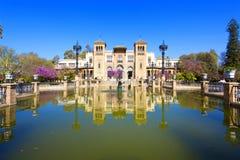 Het mudejar paviljoen en de vijver in het Plein DE Amerika wordt geplaatst dat, ho royalty-vrije stock foto