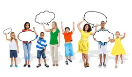 Het multi-etnische Concept van de Toespraakbellen van Groepsmensen Stock Foto's