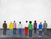 Het multi Etnische Concept van het de Vriendschapsgroepswerk van het Diversiteitsbehoren tot een bepaald ras Stock Foto's
