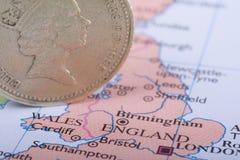 Het Muntstuk van het pond op Britse Kaart Stock Foto's